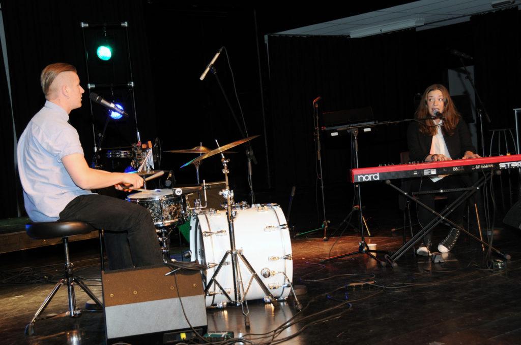 Thea og Stian Stapnes spiller på Canal Street