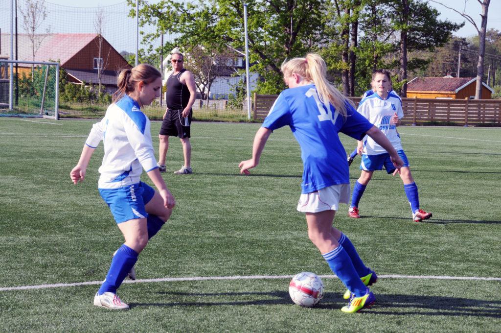 Diarta Bytyqi på Birkenes ILs jenter 16-lag i fotball