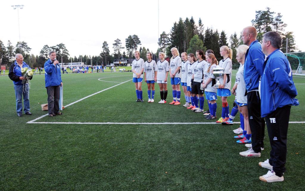 BIL jenter 16 får heder og sjekk etter sølvet i Norway Cup