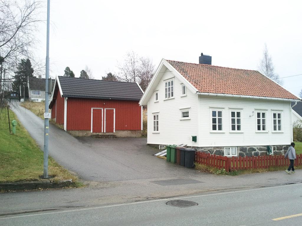 BEVARINGSVERDIG?: Ja, sier Jostein Teistedal, Martin Birkeland, Inger Slågedal og Gunhild Hagestad. Nei, sier arkitekten som vil rive huset fra 1903 for å få plass til 28 boenheter i funkisstil.