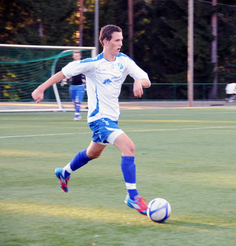 SCORET HATTRICK: Med to mål i første omgang og ett i andre lagde 18 år gamle Vemund Mollestad Rislaa sitt første hattrick i A-lagsdrakta i treningskampen mot Express.