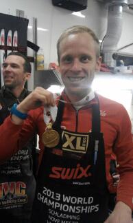 SØLVGUTT: Jon Kristian Svaland med den første individuelle medaljen Tora Berger tok i årets VM i Nove Mesto; sølvet på sprinten. (Foto: Privat)