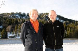 """AKSJONISTER: Wiggo Svendsen (t.v.) og Terje Ånesland, henholdsvis hytteeier og grunneier i områder som vil bli berørt av en eventuell vindkraftutbygging, vil gjøre alt de kan for å stoppe utbygginga. Mandag kveld inviterer de til stiftelsesmøte for """"Folkeaksjonen mot vindkraft i Birkenes"""" i kantina på kommunehuset."""