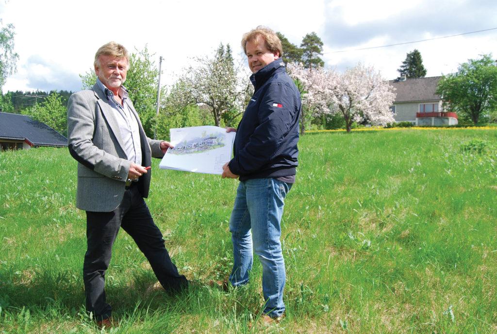 SAMARBEIDER: Grunneierne, her ved Birger Flaa, har et nært samarbeid med DNB Eiendom og Jan Olav Birkenes om utviklingen av området. De har stor tro på prosjektet, som de selv mener har god spennvidde og kan henvende seg til folk i alle livets faser.