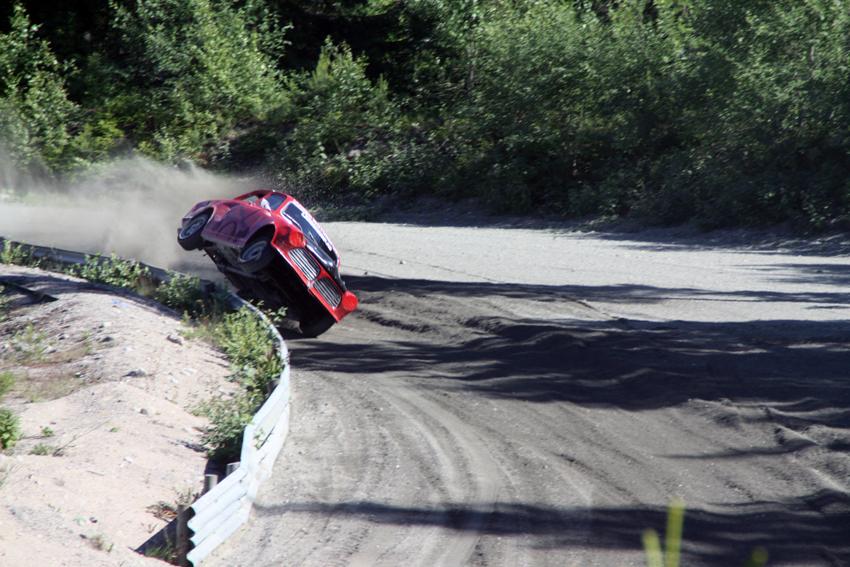 PÅ TO HJUL: Svein Helge Jansen ledet A-finalen i bilcross senior lenge, men var litt for tøff i en sving, og måtte til slutt ta til takke med en 6. plass.