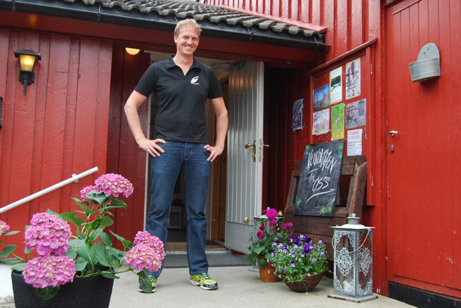 BLID VELKOMST: – Velkommen til Ogge Gjesteheim, smiler den nye daglige lederen, Arild Dale.