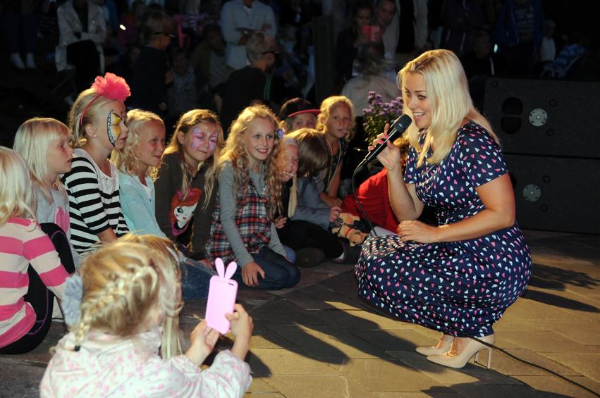 Hanne Sørvaag på scenen Flørter med publikum NETT