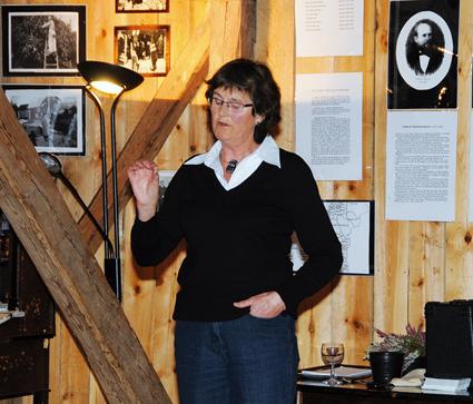 LOKALHISTORIE: Ragna Holm på Skrivargarden  vil fortelle om gården i et historisk perspektiv. Thomas Bryns tipptippoldebarn, Knut (Bryn), er hentet inn for å  fortelle om Eidsvollsmannen og hans tid på Herefoss.