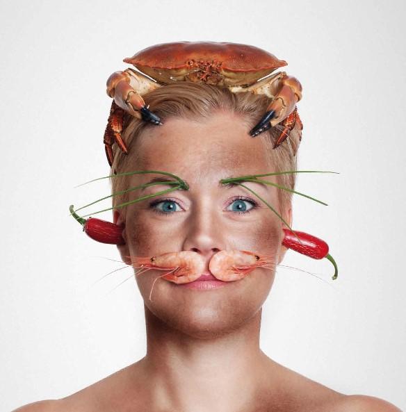 MADKATT: Om denne damen blir å se under madfesten i Grimstad i morgen, vites ikke, men lokale produsenter av mat og drikke vil i alle fall være tilstede på torget hele dagen med smaksprøver av alskens munngodt. Øl- og kakekonkurranse blir det også.