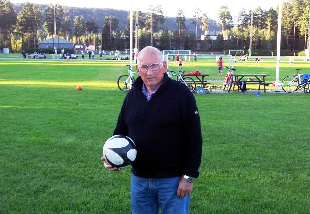 TRER AV: Ved årsmøtet i fotballgruppa 26. januar trer Peder Berg av som leder. Han etterlyser foreldre som er villige til å ta i et tak i fotballstyret i Birkenes IL.