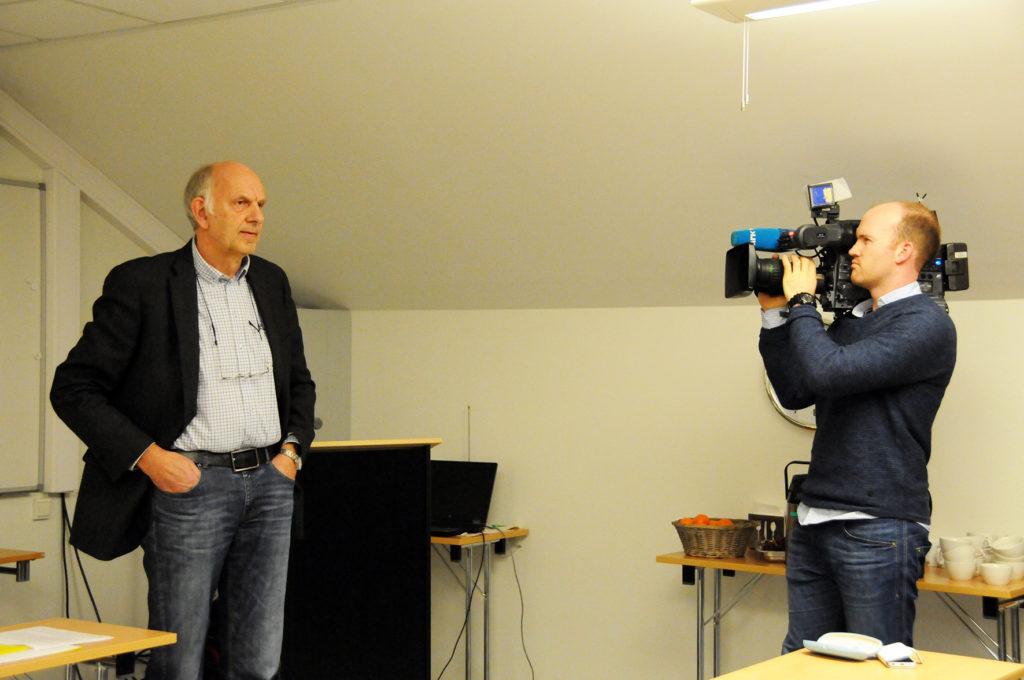 RETT PÅ NRK-NYHETENE: Nominasjonskomiteens vraking av ordfører Arild Windsland har vakt stor medieinteresse. På kveldens nominasjonsmøte var NRK Sørlandet på plass med et reportasjeteam som sendte et intervju med førstekandidat Gunnar Høygilt direkte på 18.45-nyhetene.