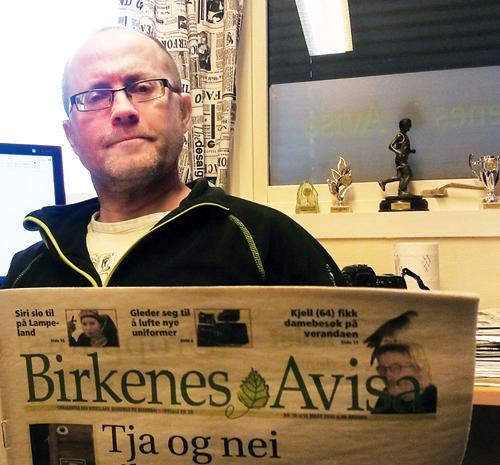 HÅPER Å BLI HØRT: Redaktør Bjørn Vidar Lie i Birkenesavisa er spent på hvordan politikerne vil forholde seg til problemene dagens møtekalender har skapt for lokalavisa som har fast utgivelsesdag på onsdager.