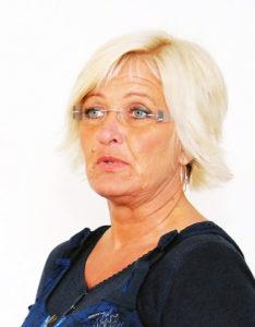 BEKLAGER: Fungerende tjenestesjef for barnehage og skole, Anne Stapnes, beklager at man må ta av sommerferien, men det er eneste mulighet til å få tatt igjen noe av den tapte undervisningen, understreker hun.