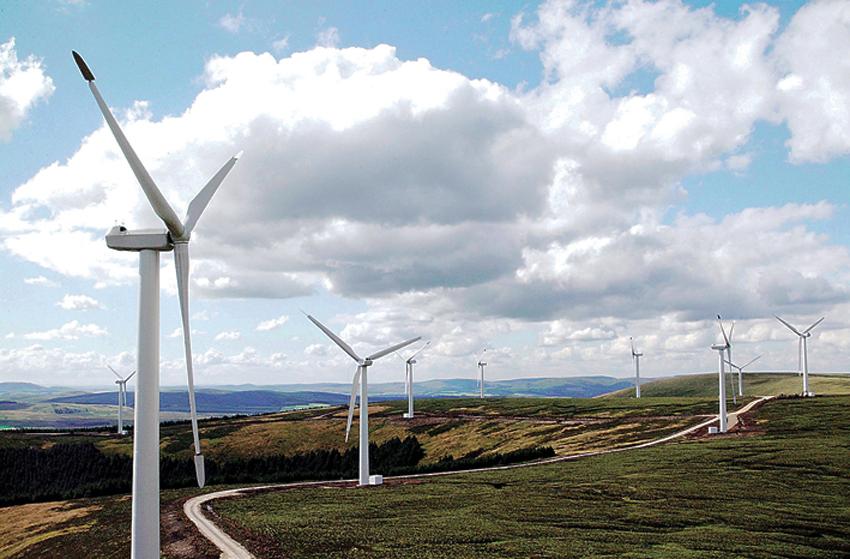 UENIGHET OM LØNNSOMHET: Statkraft mener det ikke er mulig å tjene penger på vindkraft i Norge og stanser to store vindkraftprosjekter i Midt-Norge. Ansvarlig prosjektleder Camilla Rasmusson (innfelt) opplyser at E.ON fortsatt har tro på sine prosjekter på Storehei og Oddehei/Bjelkeberg i Birkenes, og satser på å få konsesjon for begge i løpet av året. (ILLUSTRASJONSFOTO: E.ON UK)
