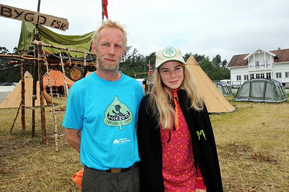 LEIRSJEFEN: Tom Nyhaven fra Birkenes Speidergruppe var godt fornøyd med gjennomføringa av kretsleiren. Her ser vi ham sammen med Maren fra 1. Høvåg Bjørn.