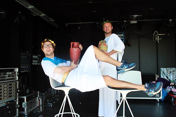 HISTORISK TABLÅ: Årets sommershow åpner med et historisk tablå om hvordan begrepet «Brød og sirkus» oppsto, skrevet av Knut Nærum, fritt etter historiske kilder. (FOTO: TROND HANSSEN)
