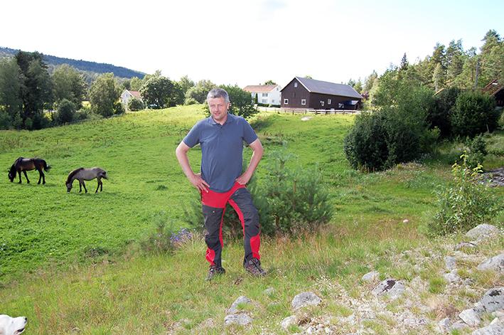 INNLANDSTILHENGER: Ole Morten Vegusdal har markert seg som en tydelig tilhenger av en sterk innlandskommune. Det er han fortsatt. – Men nå tar jeg et par skritt tilbake. Nå kjemper jeg ikke min sak. Jeg ønsker at folk skal komme fram med sine meninger. Jeg mener fortsatt at et innlandsalternativ er det beste for Vegusdal, men hvis flertallet mener noe annet, så følger jeg det, sier Ole Morten Vegusdal, som er en av syv medlemmer i komiteen som skal utrede hva de ulike sammenslåingsalternativene betyr for Vegusdal.