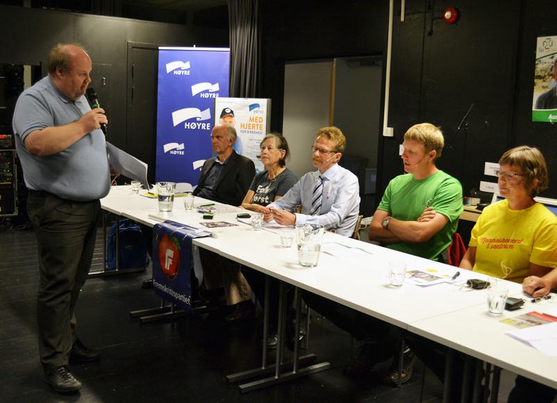 UTFORDRET: Listetoppene ble utfordret av Lillesandspostens redaktør Thor Børresen i tur og orden. F.v.: Gunnar Høygilt (H), Mariane Hagestad (V), Odd Gunnar Tveit (FrP), Alfred Kylland (Sp) og Anne Kari Birkeland (KrF). Ikke på bildet: Anders Christiansen (Ap) og Iren Sommerseth (SV).