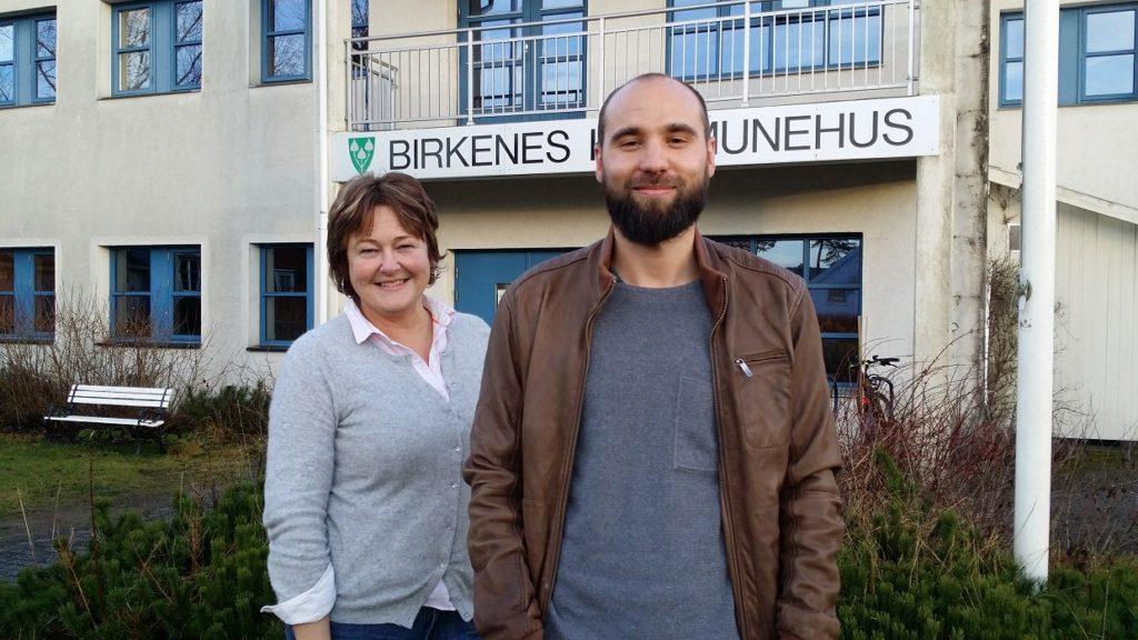 NY UNGDOMSLOS: Jan Jenssen blir kommunens nye ungdomslos. SLT-koordinator Astrid Færden Gaare er fornøyd.