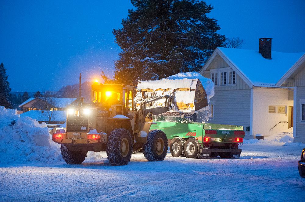 TOMT: Brøytemannskap har tømt tomta for snø, og skapt et skieldorado for barna på Tobias jorde.
