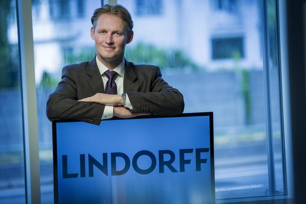 FRITT FALL: Kommunikasjonsdirektør Stig Inge Eikemo i Lindorff mener betalingsmoralen er i fritt fall. FOTO: Lindorff