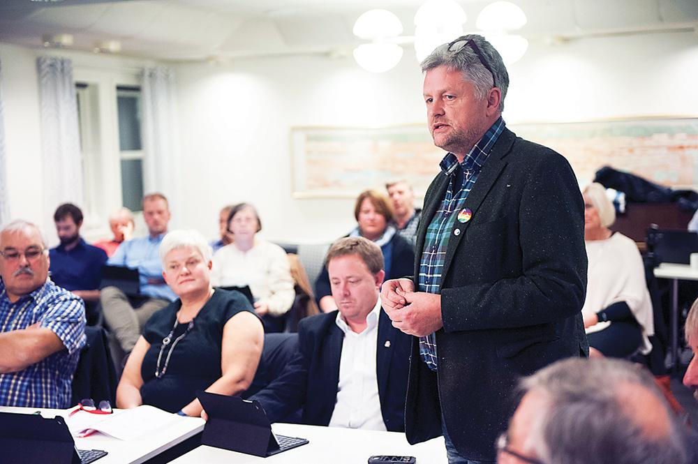 POSITIV: Kommunestyrerepresentant for Venstre, Ole Morten Vegusdal, er overrasket over hvor inkluderende intensjonavtalen er for utkanten.