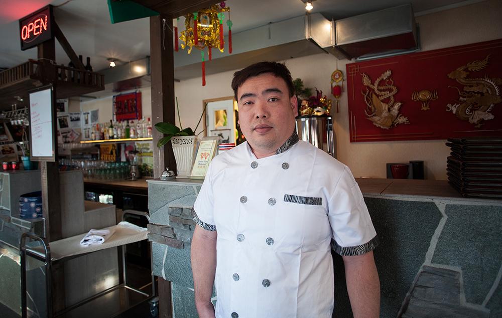 UTVIDER: Kenny Wong åpner restaurant i Sørlandsparken. Han har imidlertid ingen planer om å legge ned Sakura på Birkeland. – Vi stortrives her, og det går rundt rent økonomisk, sier han.