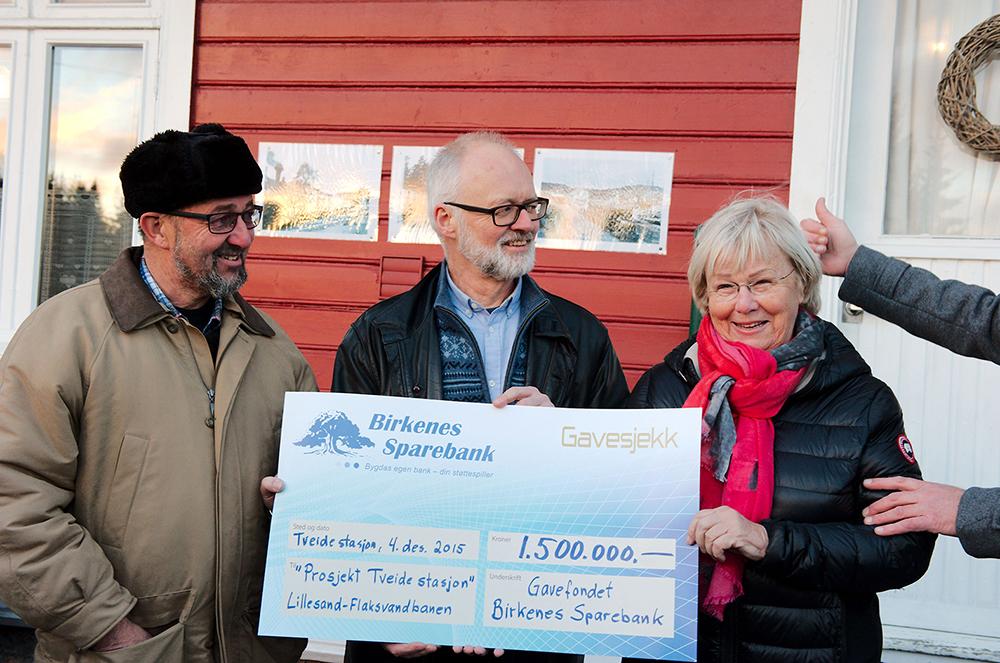 PENGESTØTTE: Tidligere har Martin Birkeland, Carl Frederik Thorsager og Else Rønning fått penger av Birkenes Sparebank. Nå kommer ytterligere midler fra en privat stiftelse.