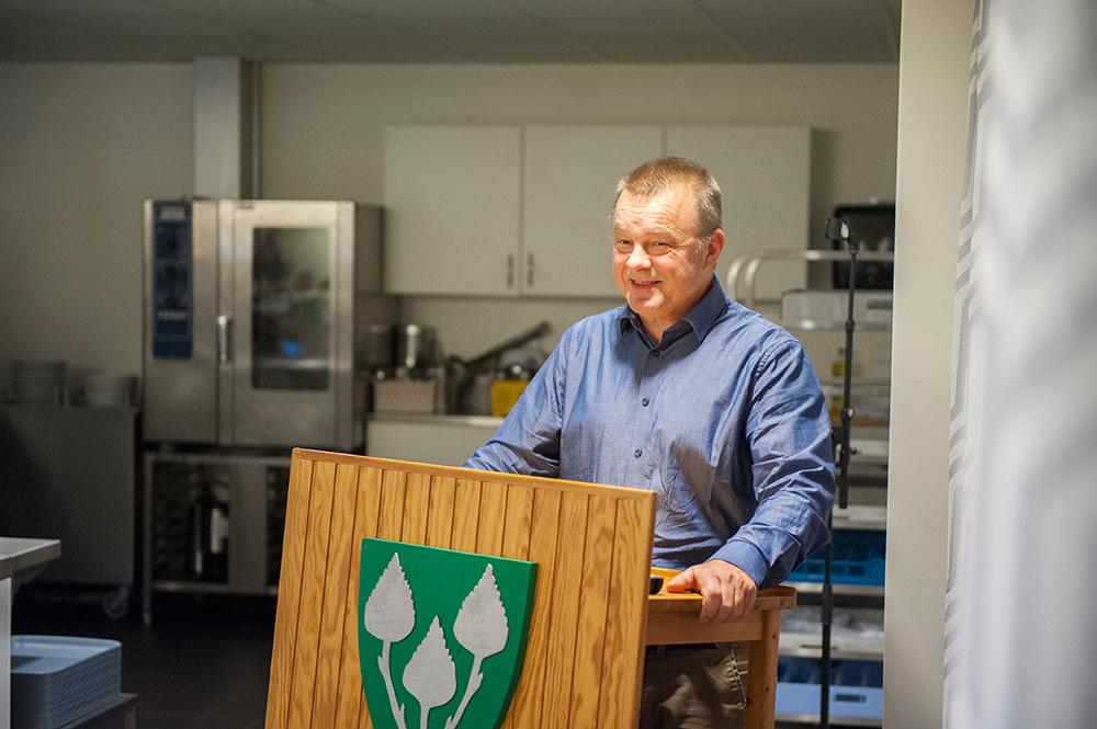 TALERSTOL: Før jul innførte ordfører Anders Christiansen (Ap) talerstol i kommunestyret. Nå håper han også innbyggerne vil ta den i bruk.