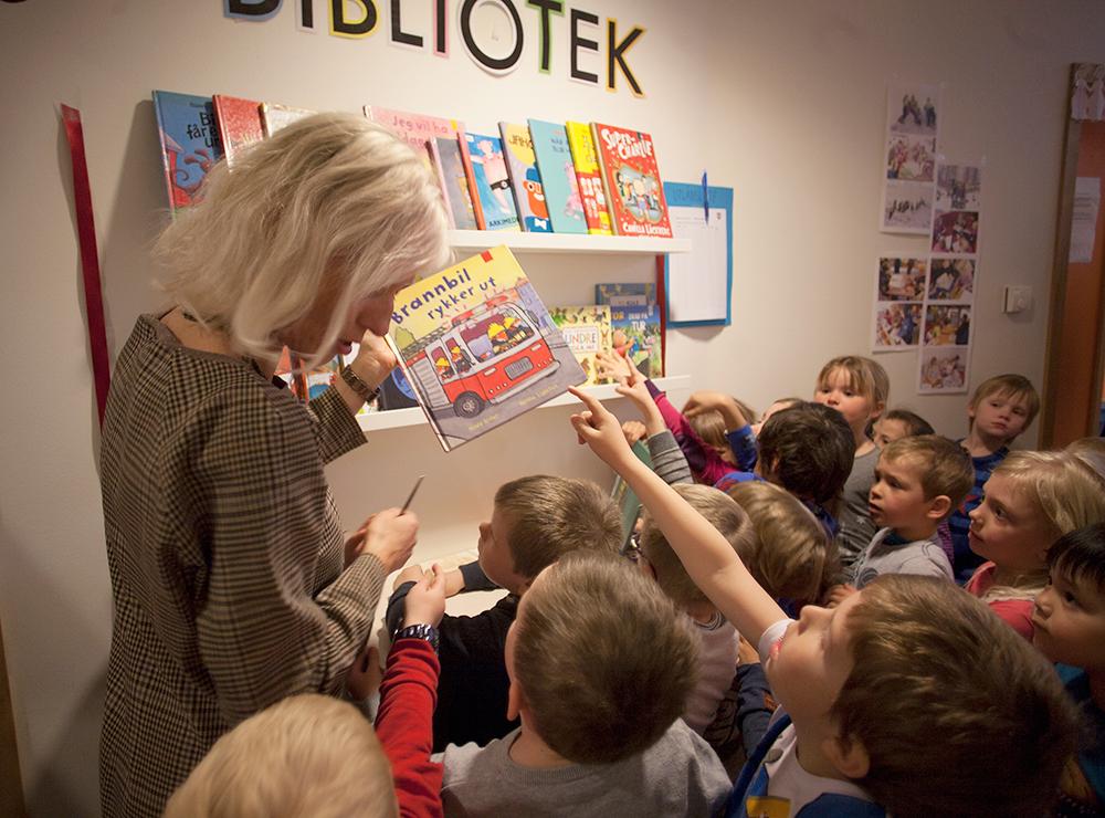 BIBLIOTEK: Natveitåsen barnehage har fått et mikrobibliotek i hver fløy i barnehagen.