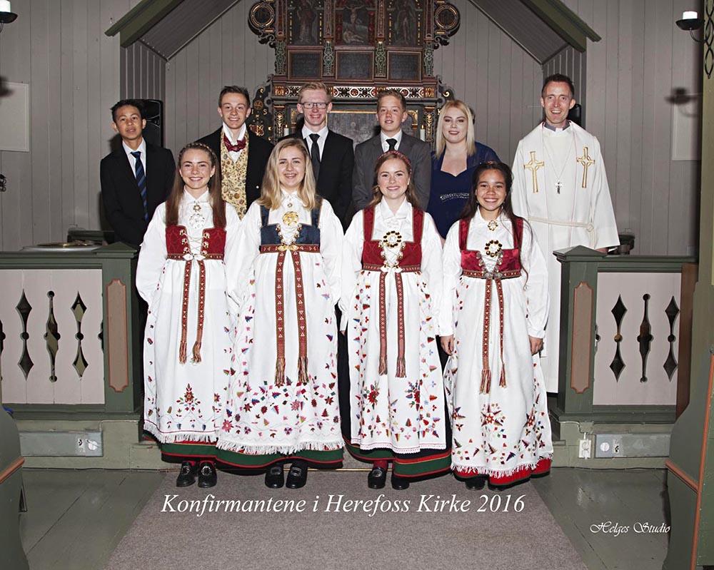 HEREFOSS: Konfirmantene i Herefoss. FOTO: Helges Studio