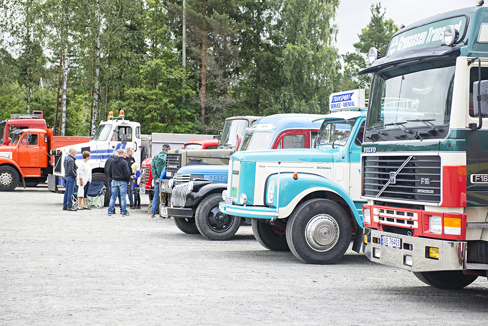 VARIASJON: De fremmøte lastebilene utgjorde stor variasjon, og alt fra brannbiler og busser til militære kjøretøy var utstilt.